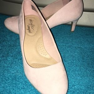Super cute shoes NWT comfortable Pink Shoes